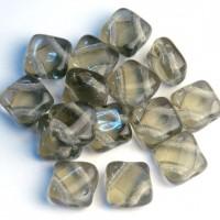 Staklene perlice sa dve rupe